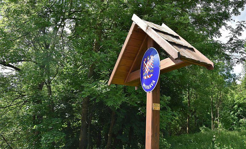 Hranici mezi Moravou a Slezskem připomínají tyto tabulky