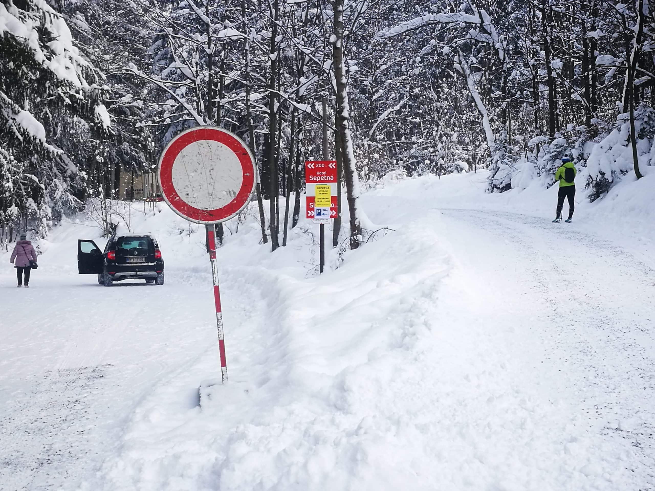 Znacka-vidlicka-Sepetna-zakaz-zima