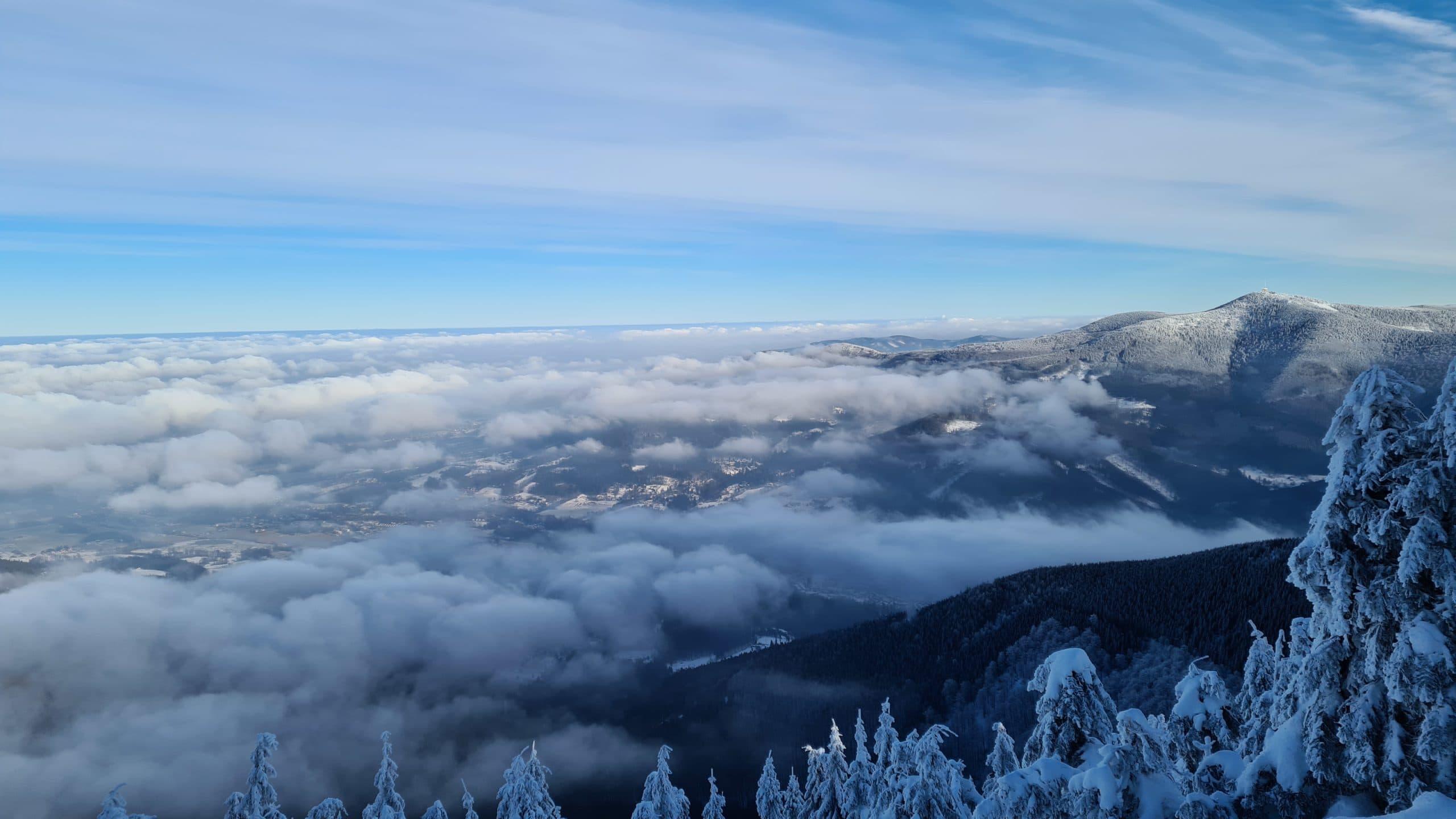 Zimní pohled z hory Smrk